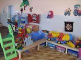 MŠ Čakov - herna, uklizené hračky a výzdoba stěn