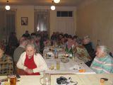 vpředu vlevo paní Interholcová a vpravo paní Dobošová a volná zábava na setkání seniorů