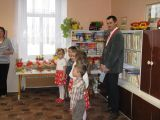 vystoupení dětí z MŠ k vítání občánků pod dohledem starosty