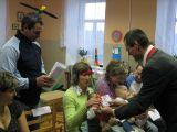 starosta vítá do života v obci Terezu Zikmundovou z Čakova