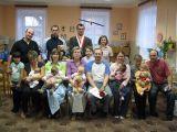 závěrečný společný snímek dětí s rodiči, starostou a místostarostkou