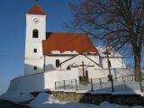 kostel sv. Linharta v Čakově a náves - jížní pohled